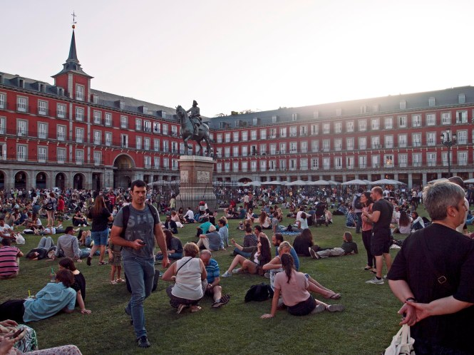 Crowds at Plaza Mayor